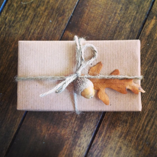 Fall gift wrapping DIY over on the blog (fairivy.com/blog). @sharisberries