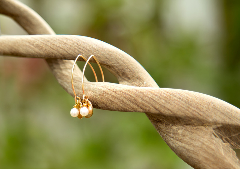 side-view-gold-and-pearl-earrings